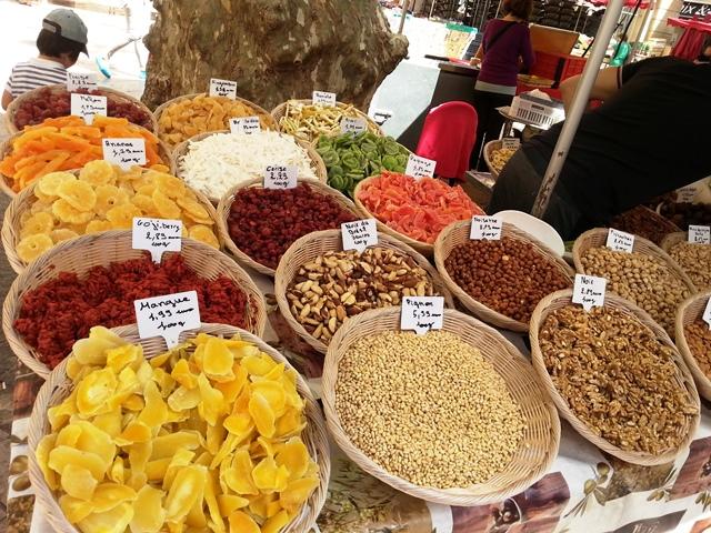 Auf dem Markt Uzès