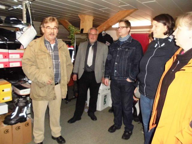 Hr. Kroiss und die Teilnehmer des KV Donauwald bei der Brandschutzveranstaltung
