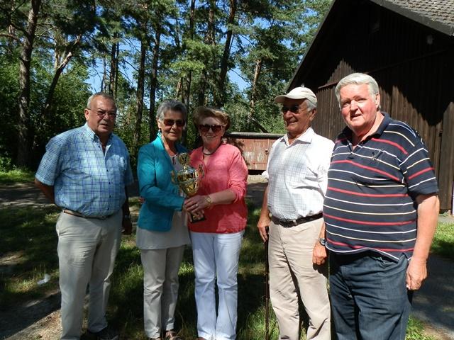 Ehrung Olga Reis in der Mitte, KV-Vorsitzender H-D. Scherpf, Ehepaar Weidling u. Reinhold Knecht