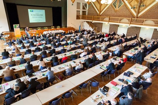 Zahlreiche Teilnehmer bei der Rede von Dr. Gerd Müller auf dem 60. Bundeskongress in Memmingen