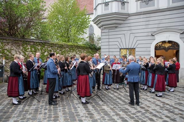 Musikalische Ummalung der Memminger Stadtkappele beim Staatsempfang