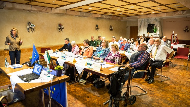 Mitgliederversammlung der Europa-Union mit MdB Andrea Lindholz (links) und dem Vorsitzenden Dieter Schornick (2. von rechts)