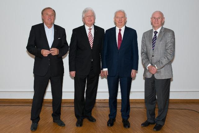 FOTO v. links: Siegfried Kliegel, OStD. Hans Härtl, Schulleiter, Dr. Ingo Friedrich, H.-Jürgen Göbel, KV Europa-Union Bad Tölz-Wolfratshausen