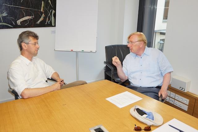 Die stellvertretenden Vorsitzenden der Europa-Union München Walter Brinkmann und Prof. Dr. Michael Piazolo, MdL, im Streitgespräch zum Thema TTIP